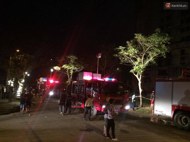 Đà Nẵng: Sập giàn giáo ở tòa nhà Luxury Apartment, ít nhất 4 người bị thương - Ảnh 3.