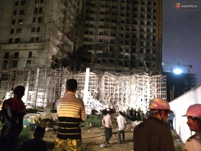 Đà Nẵng: Sập giàn giáo ở tòa nhà Luxury Apartment, ít nhất 4 người bị thương - Ảnh 1.