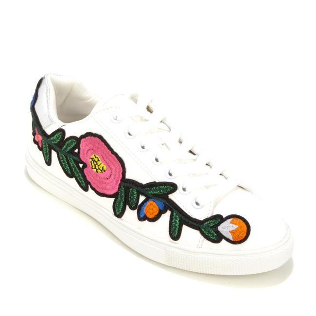 Giày sneaker thêu, xu hướng hoa hòe hoa sói mà bạn cứ lướt Instagram là gặp thời gian này - Ảnh 13.