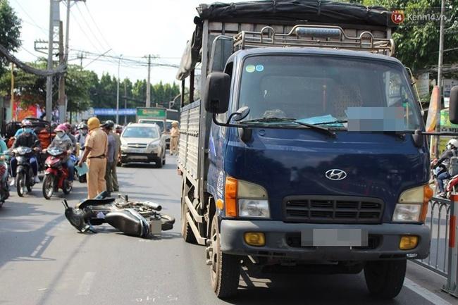 TP HCM: Thiếu nữ 19 tuổi nguy kịch vì bị xe tải kéo lê trên đường - ảnh 1