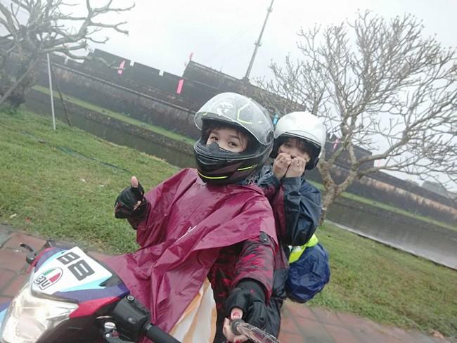 Hai cô gái gây tranh cãi với hành trình phượt Sài Gòn - Hà Nội bằng xe máy trong 40 tiếng - Ảnh 2.