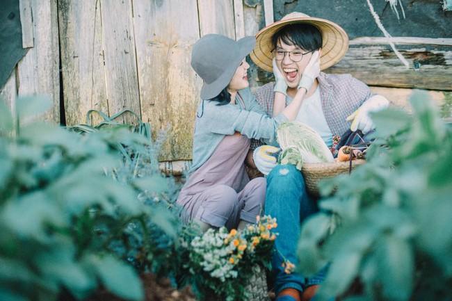 Chỉ cần yêu nhau thật nhiều thì ảnh cưới chụp ở... vườn rau cũng khiến người ta xuýt xoa - Ảnh 17.