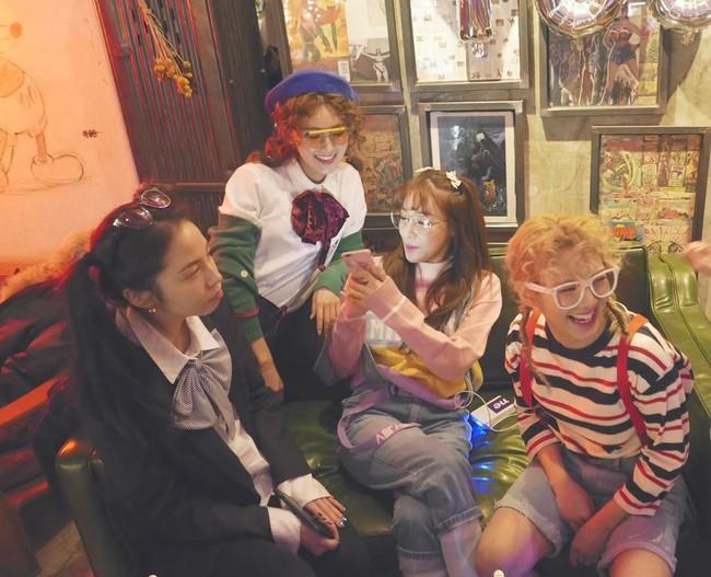 Vắng Yoona, SNSD tổ chức sinh nhật hoành tráng theo phong cách năm 80 cho Sooyoung - Ảnh 10.