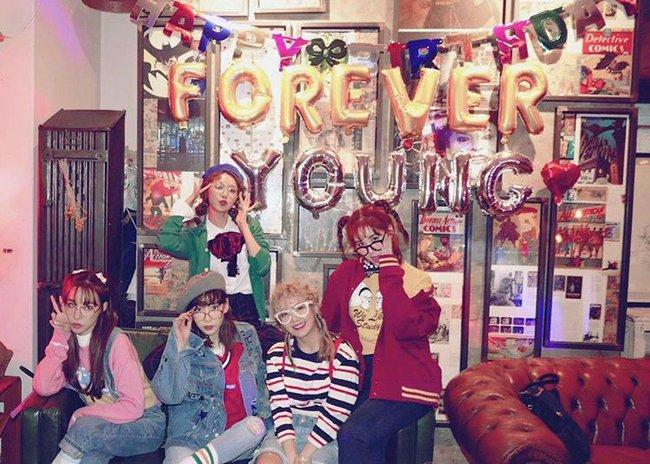 Vắng Yoona, SNSD tổ chức sinh nhật hoành tráng theo phong cách năm 80 cho Sooyoung - Ảnh 12.