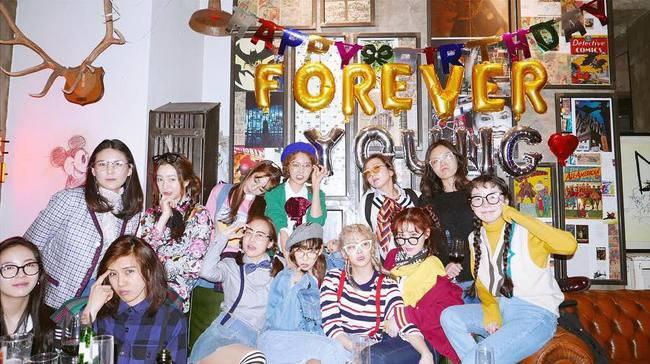 Vắng Yoona, SNSD tổ chức sinh nhật hoành tráng theo phong cách năm 80 cho Sooyoung - Ảnh 15.