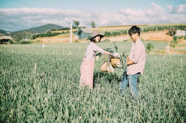 Chỉ cần yêu nhau thật nhiều thì ảnh cưới chụp ở... vườn rau cũng khiến người ta xuýt xoa - Ảnh 28.
