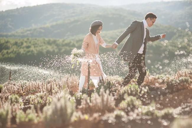 Chỉ cần yêu nhau thật nhiều thì ảnh cưới chụp ở... vườn rau cũng khiến người ta xuýt xoa - Ảnh 34.
