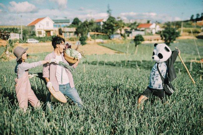 Chỉ cần yêu nhau thật nhiều thì ảnh cưới chụp ở... vườn rau cũng khiến người ta xuýt xoa - Ảnh 12.