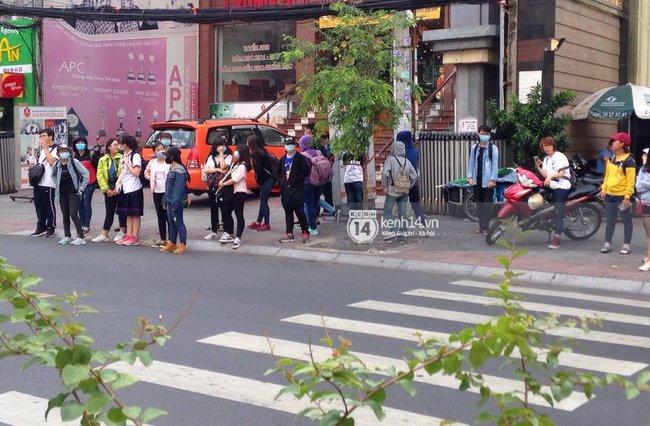 Gần đến giờ G, fan tìm đủ mọi cách trực chiến để được nhìn thấy Yoona - Ảnh 6.