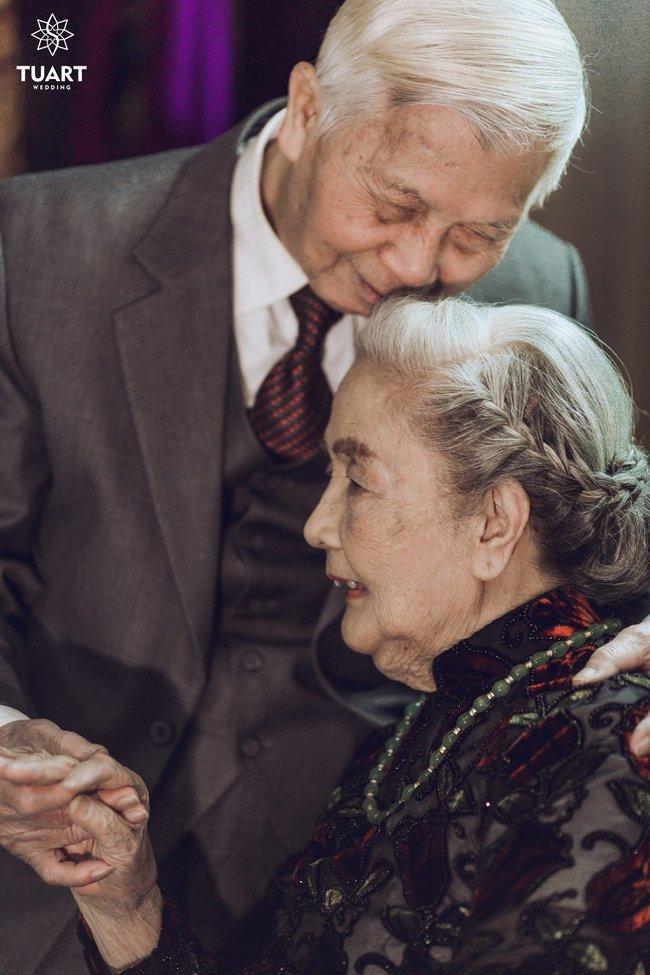 Mùa Valentine, ngắm bộ ảnh ngọt ngào của cụ ông, cụ bà đã 90 tuổi để thấy tình yêu thật tuyệt vời! - Ảnh 2.