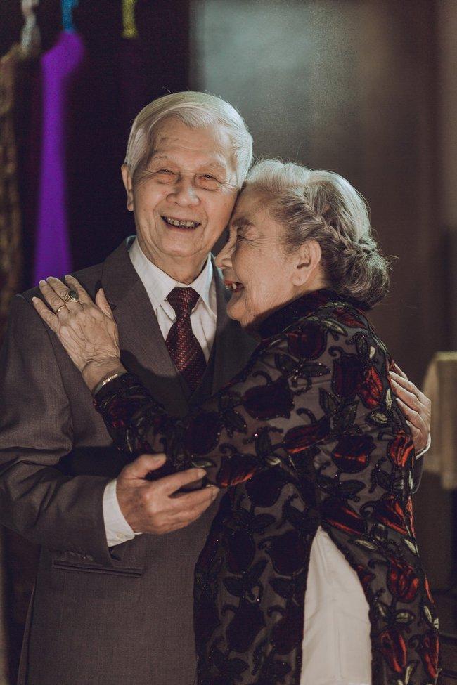 Mùa Valentine, ngắm bộ ảnh ngọt ngào của cụ ông, cụ bà đã 90 tuổi để thấy tình yêu thật tuyệt vời! - Ảnh 1.