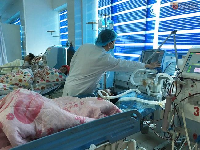 Lai Châu: 6 người chết, 15 người nhập viện cấp cứu sau khi ăn cơm, uống rượu tại đám ma - Ảnh 2.