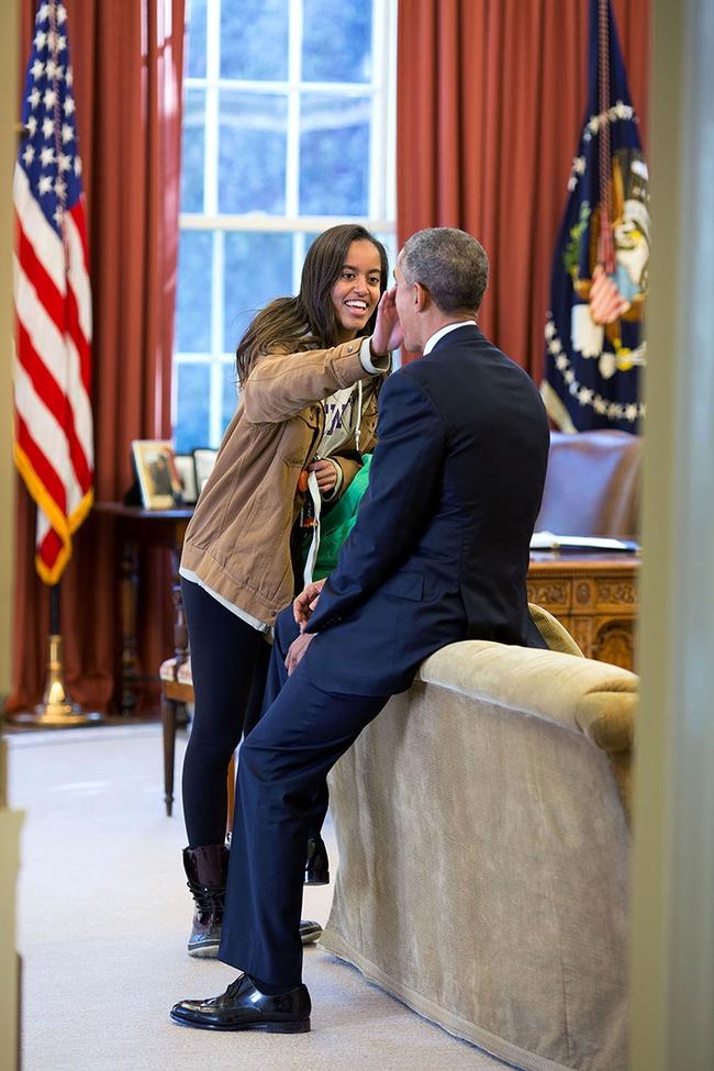 Những khoảnh khắc đáng nhớ bên vợ con của Tổng thống Obama trong 8 năm đương nhiệm - ảnh 17