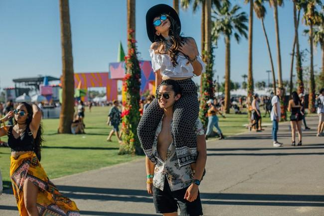 Selena Gomez và The Weeknd được Vogue chọn là cặp đôi mặc đẹp nhất Coachella 2017 - Ảnh 18.