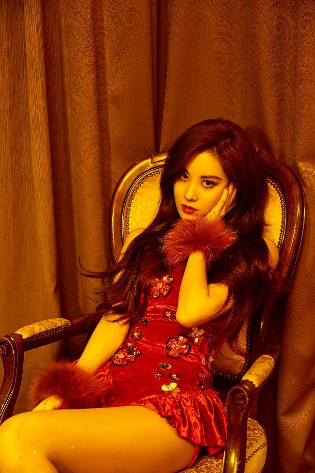 Seohyun (SNSD): Từ quý cô quyến rũ đến ngồi dạng tè he nhá hàng - Ảnh 1.