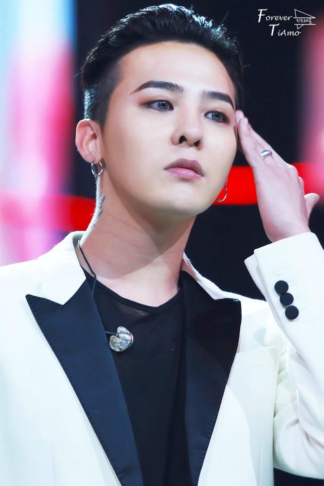 """T.O.P nhập ngũ, G-Dragon """"an ủi"""" fan bằng cách tung album mới"""