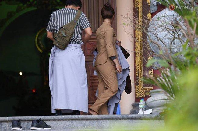 Đà Nẵng: Nhà chùa cho khách mượn váy quây để không ăn mặc phản cảm ở nơi tôn nghiêm - Ảnh 3.
