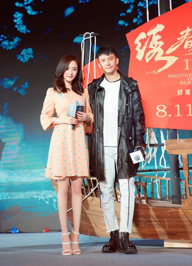Dương Mịch vẫn tự tin với giày cao gót 12cm mặc tin đồn bầu bí? - Ảnh 8.