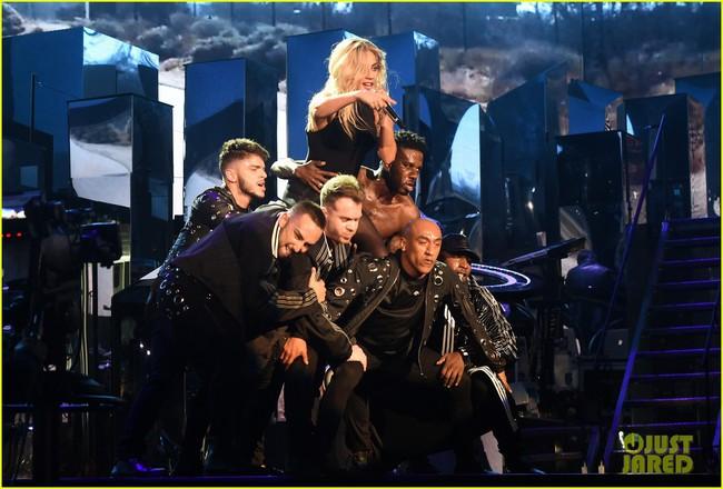Lady Gaga xinh đẹp đầy quyến rũ khi phóng hỏa sân khấu Coachella 2017 - Ảnh 1.