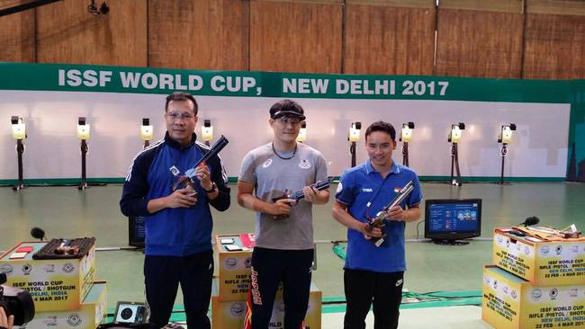 Hoàng Xuân Vinh giành Huy chương bạc bắn súng thế giới - Ảnh 2.