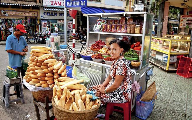Chế chưa đã, fan lại cho Rihanna về Việt Nam bán phá lấu, Christina bán trái cây - ảnh 4