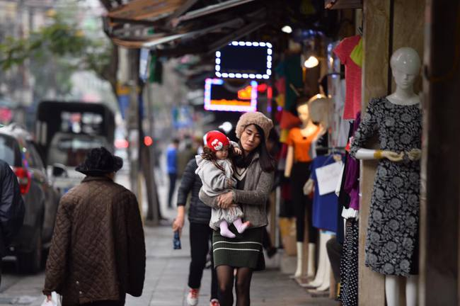 Chùm ảnh: Trung tâm quận Hoàn Kiếm đồng loạt ra quân giữ trật tự vỉa hè phố cổ - Ảnh 10.