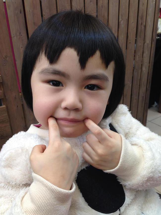 Bị mẹ ngăn cản, cô bé 5 tuổi vẫn kiên quyết cắt tóc răng cưa để giống thần tượng Maruko - ảnh 7