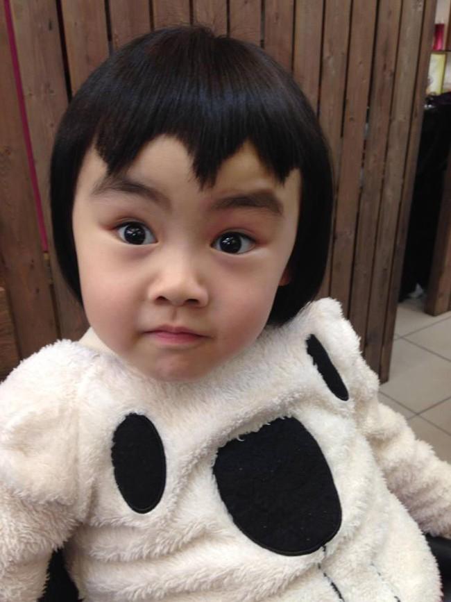 Bị mẹ ngăn cản, cô bé 5 tuổi vẫn kiên quyết cắt tóc răng cưa để giống thần tượng Maruko - Ảnh 16.