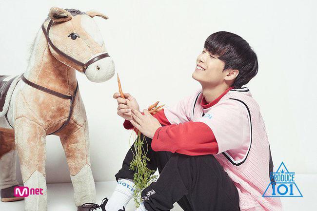 Fan đau lòng khi nhóm nhạc ra mắt 5 năm phải hát ca khúc của đàn em tại Produce 101 - Ảnh 5.