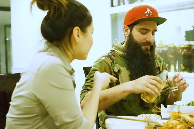 Hà Hồ mời đạo diễn Kong: Skull Island dùng cơm tối thân mật với gia đình - ảnh 6