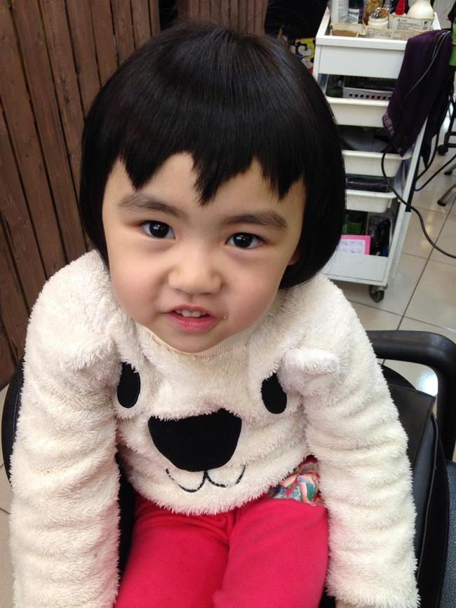 Bị mẹ ngăn cản, cô bé 5 tuổi vẫn kiên quyết cắt tóc răng cưa để giống thần tượng Maruko - Ảnh 18.