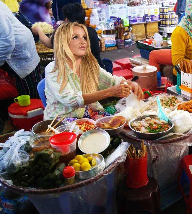Chế chưa đã, fan lại cho Rihanna về Việt Nam bán phá lấu, Christina bán trái cây - ảnh 2