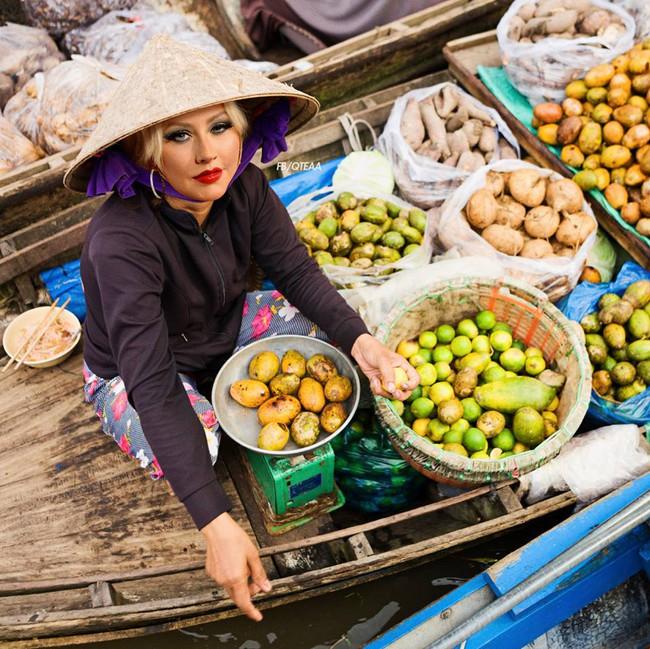 Chế chưa đã, fan lại cho Rihanna về Việt Nam bán phá lấu, Christina bán trái cây - ảnh 7