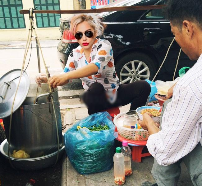 Chế chưa đã, fan lại cho Rihanna về Việt Nam bán phá lấu, Christina bán trái cây - ảnh 6
