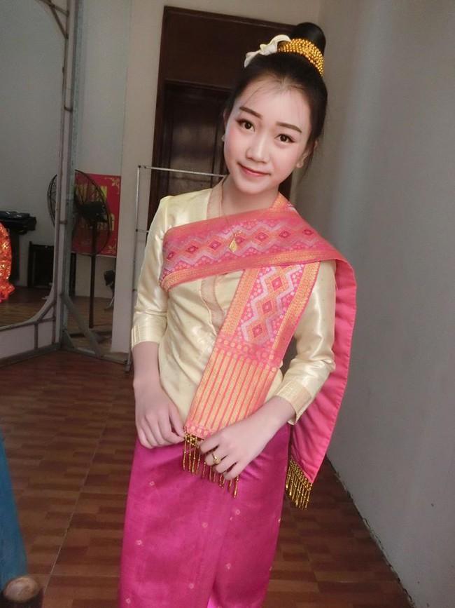 Nữ sinh Lào 19 tuổi cực xinh và nổi bật trong cuộc thi Hoa khôi Đại học Tây Bắc - Ảnh 3.