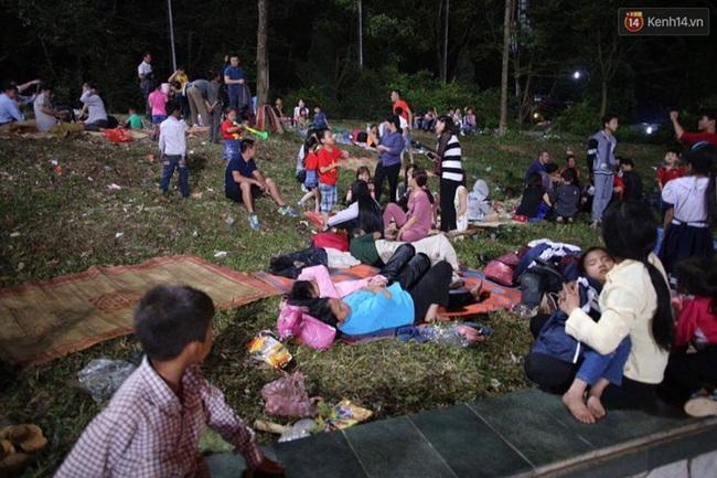Vạ vật ngủ đêm ngoài trời chờ tới giờ khai mạc giỗ tổ Hùng Vương - Ảnh 9.