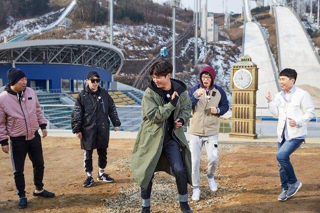 Clip: Xem mỹ nam Park Bo Gum thả thính khi nhảy Knock Knock của TWICE! - Ảnh 1.
