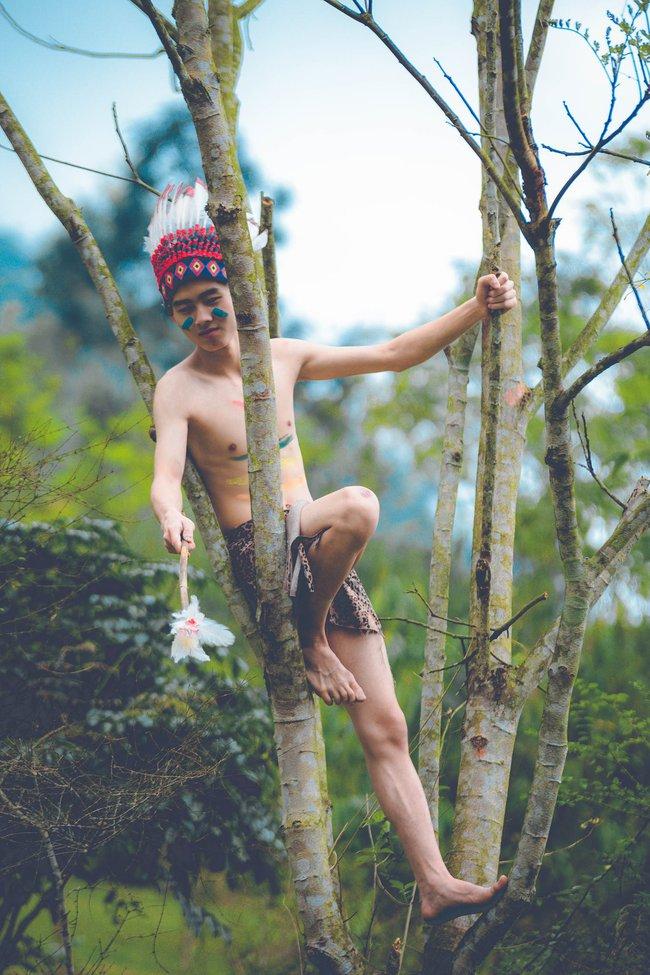 Thêm một ý tưởng cho mùa kỷ yếu: Cả lớp hóa thân thành thổ dân, người quấn khố, đầu đổi mũ lông ngỗng - Ảnh 9.