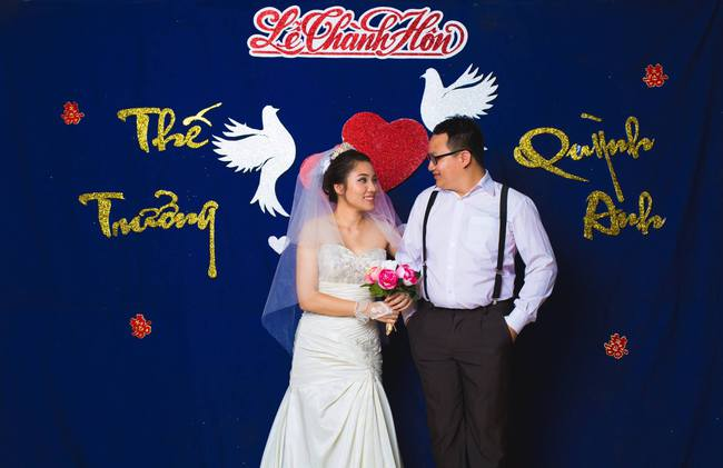 Độc nhất vô nhị: Chụp một lần, cặp đôi tái hiện được tất cả các kiểu lễ cưới Việt Nam trong 100 năm qua! - Ảnh 16.