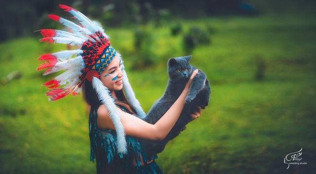 Thêm một ý tưởng cho mùa kỷ yếu: Cả lớp hóa thân thành thổ dân, người quấn khố, đầu đổi mũ lông ngỗng - Ảnh 5.
