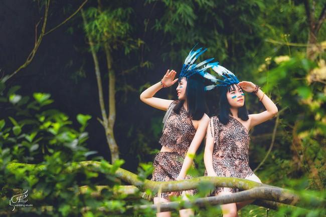 Thêm một ý tưởng cho mùa kỷ yếu: Cả lớp hóa thân thành thổ dân, người quấn khố, đầu đổi mũ lông ngỗng - Ảnh 3.