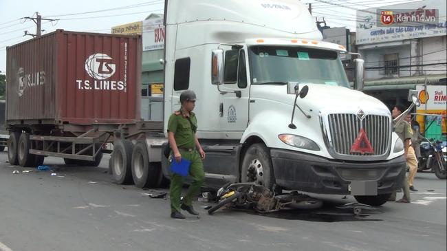 Về phòng trọ nghỉ trưa, người đàn ông bị container kéo lê hơn 20m - Ảnh 2.