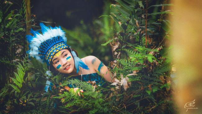 Thêm một ý tưởng cho mùa kỷ yếu: Cả lớp hóa thân thành thổ dân, người quấn khố, đầu đổi mũ lông ngỗng - Ảnh 6.