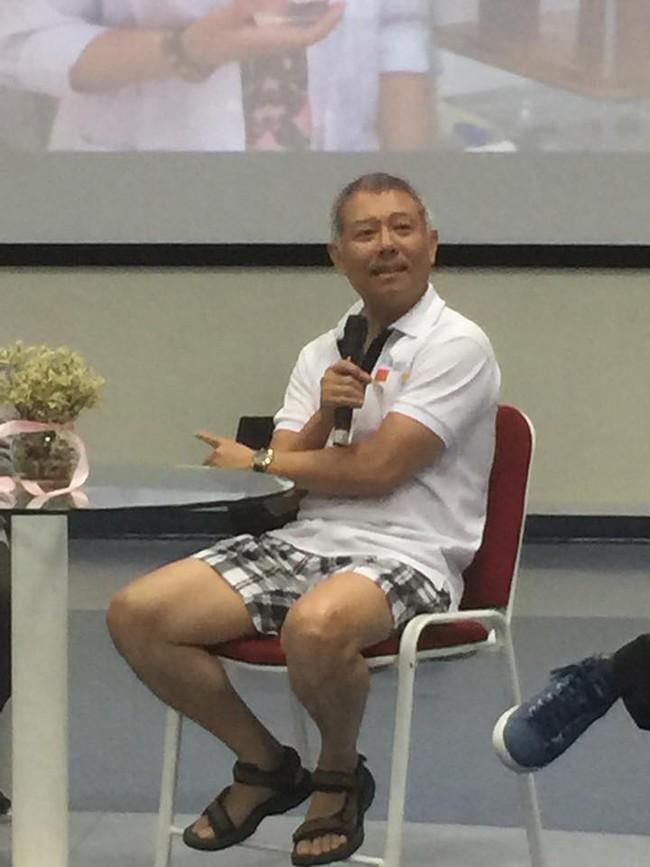 Phó hiệu trưởng ĐH Hoa Sen mặc quần sooc, áo thun giảng bài trước sinh viên: Không phải lần đầu tiên! - Ảnh 3.