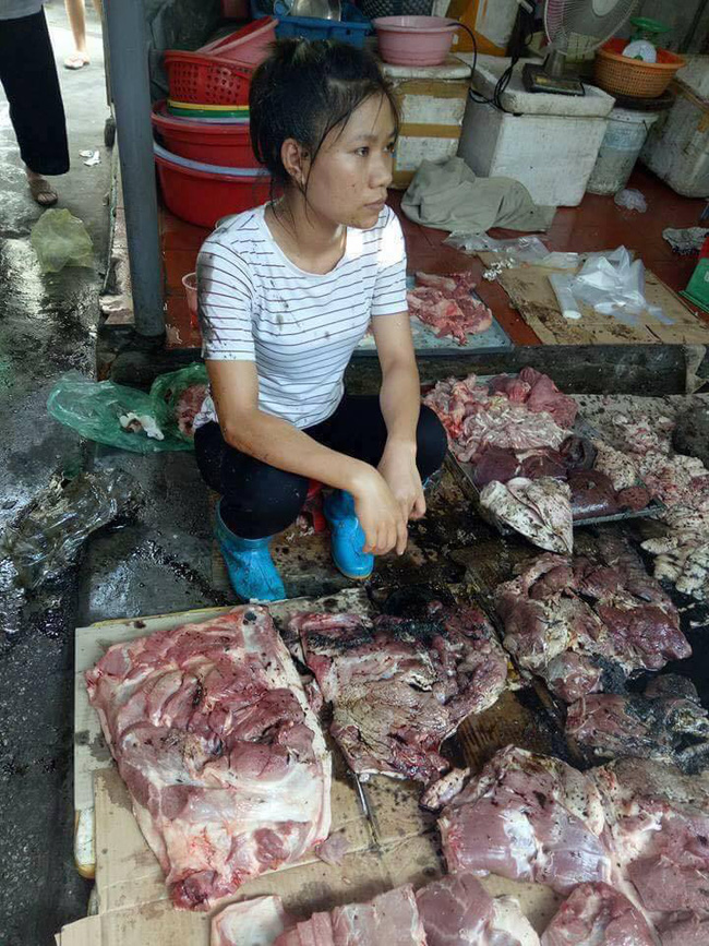 Đàm Vĩnh Hưng nhờ người thân mua hết thịt lợn giúp đỡ người phụ nữ bị tạt dầu luyn ở Hải Phòng - Ảnh 2.