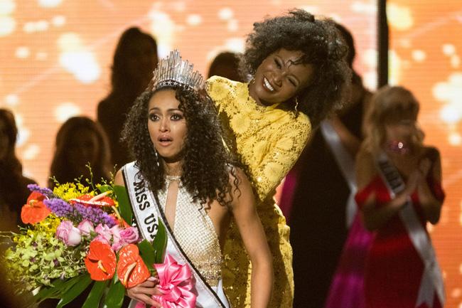 Vượt qua loạt mỹ nhân gợi cảm, nhà khoa học nữ đăng quang Hoa hậu Mỹ 2017 - Ảnh 1.