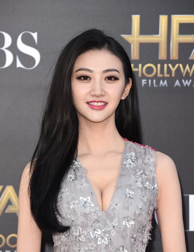 Phong Hành hé lộ thông tin sao nữ phim