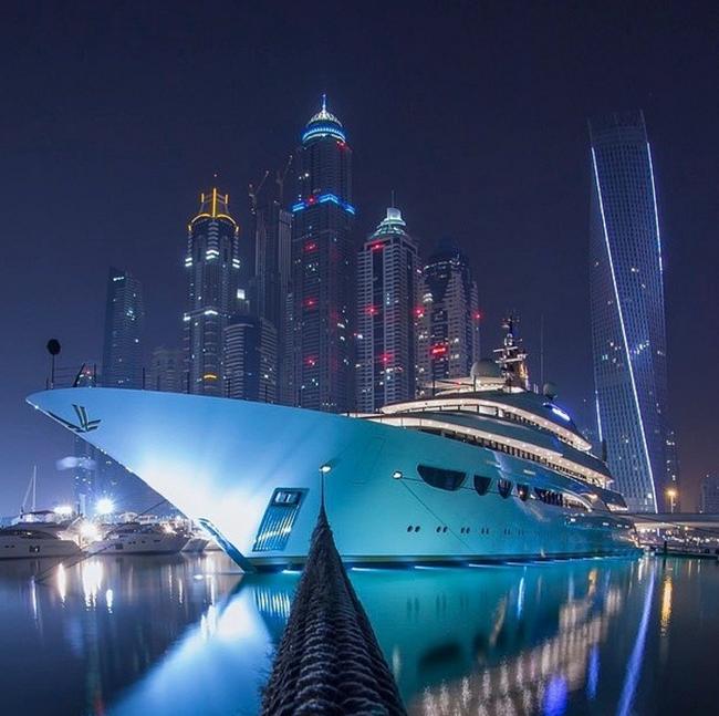 Mùa Hè sang chảnh, thỏa sức khoe dáng của các tiểu thư nhà giàu Dubai - Ảnh 31.