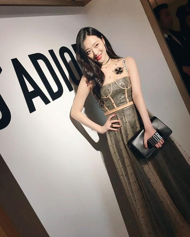 Yoona và Sulli cùng diện đồ hiệu đẳng cấp, đọ sắc vóc một chín một mười tại sự kiện của Dior - Ảnh 3.
