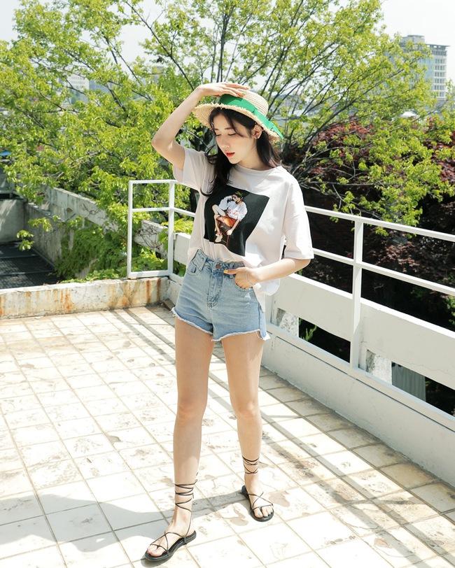 Mùa hè nhất định phải mặc jean shorts rồi, mix thế nào cũng đẹp ngất ngây thế này kia mà! - Ảnh 2.